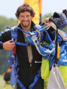 Jean Debièvre, moniteur de parachutisme à Chambéry